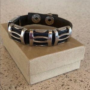 Jewelry - Snap on bracelet -